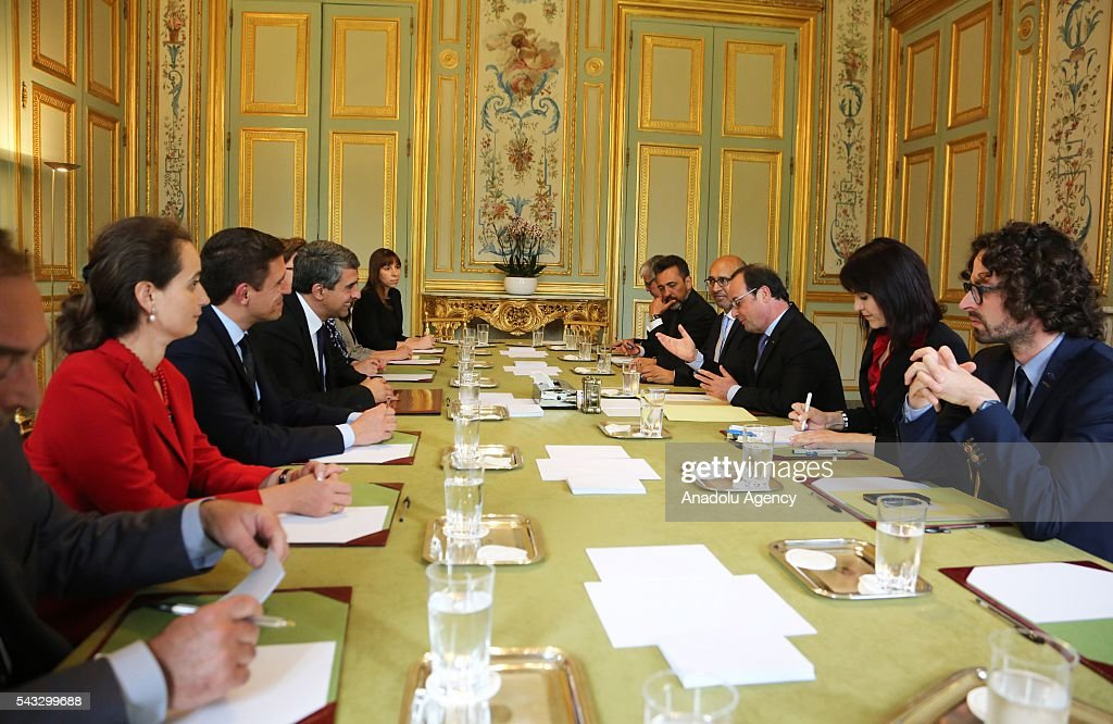 French President Francois Hollande (3rd R) attends a meeting with Bulgarian Prime Minister Rosen Plevneliev (4th L) at the Elysee Palace in Paris, France on June 27, 2016.