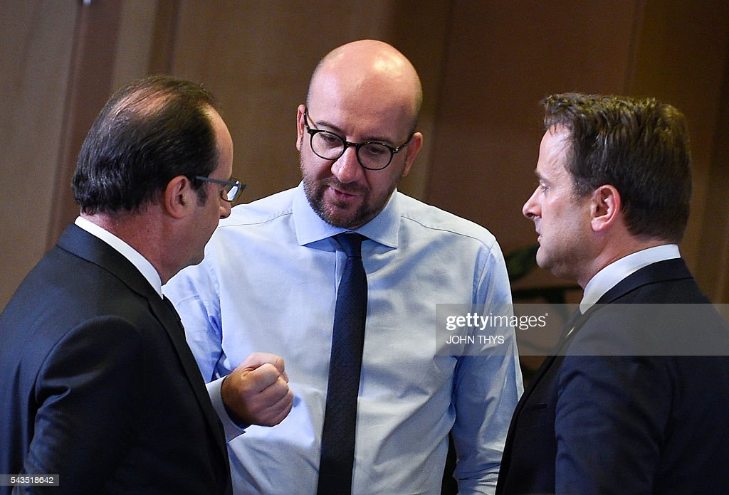 French President Francois Hollande, Belgian Prime minister Charles Michel and Luxembourg Prime minister Xavier Bettel talk during the second day of an EU - Summit at the EU headquarters in Brussels on June 29, 2016. European Union leaders will on June 29, 2016 assess the damage from Britain's decision to leave the bloc and try to prevent further disintegration, as they meet for the first time without a British representative. / AFP / JOHN