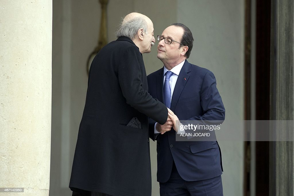 French President Francois Hollande (R) bids farewell to Lebanese Druze leader and Lebanese Progressive Socialist Party (PSP) chairman Walid Jumblatt after a meeting at the Elysee palace, on March 21, 2015, in Paris.