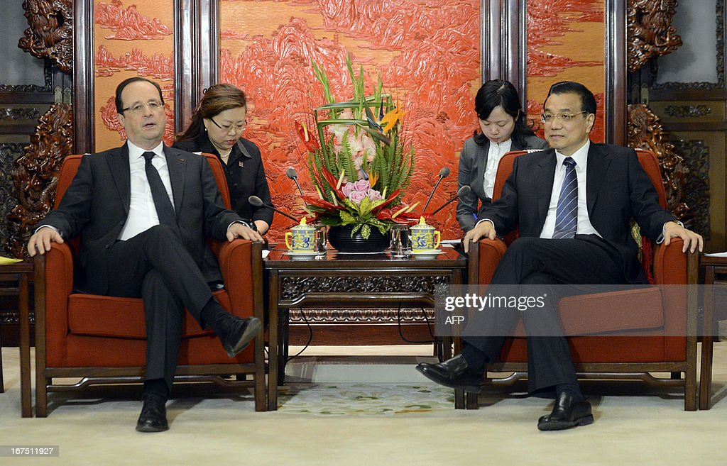 French President Francois Hollande (L) chats to Chinese Premier Li Keqiang during their meeting at the Zhongnanhai in Beijing on April 26, 2013. Hollande arrived in Beijing on April 25 for a two-day China trip aimed at boosting exports to China, with hopes that deals can be reached over the sale of aircraft and nuclear power.