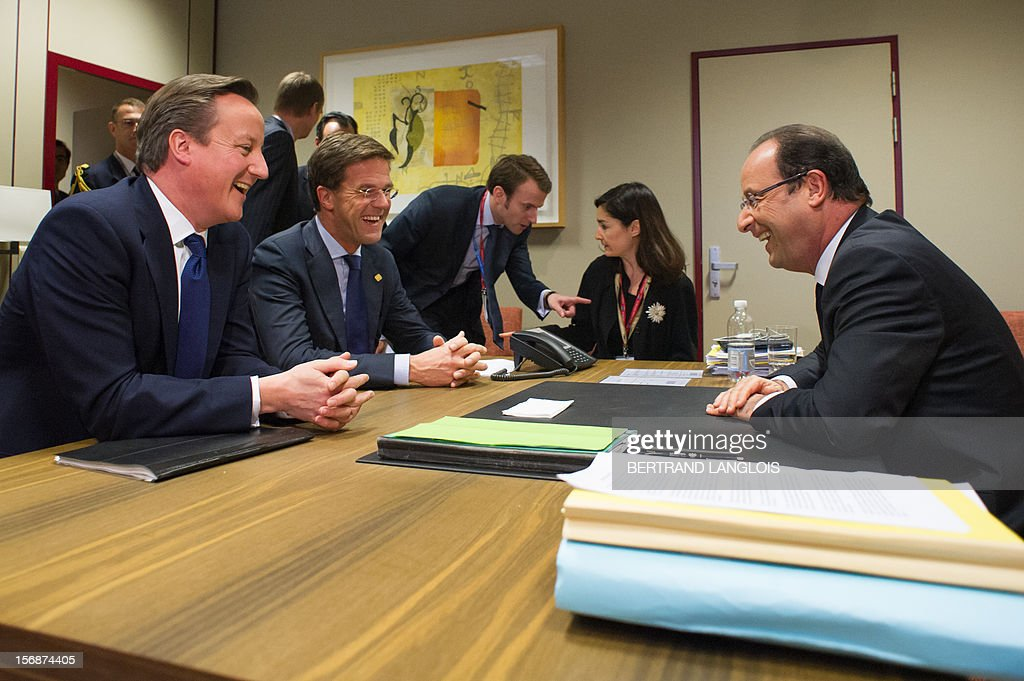 French President Francois Hollande (R) chats with British Prime Minister David Cameron (L) and Dutch Prime Minister Mark Rutte during a meeting at the EU Headquarters, on November 23, 2012 in Brussels, as part of a two-day European Union leaders summit called to agree a hotly-contested trillion-euro budget through 2020. European leaders voiced pessimism on reaching a deal on a trillion-euro EU bdget, as gruelling talks pushed into a second day with little prospect of bridging bitter divisions. POOL