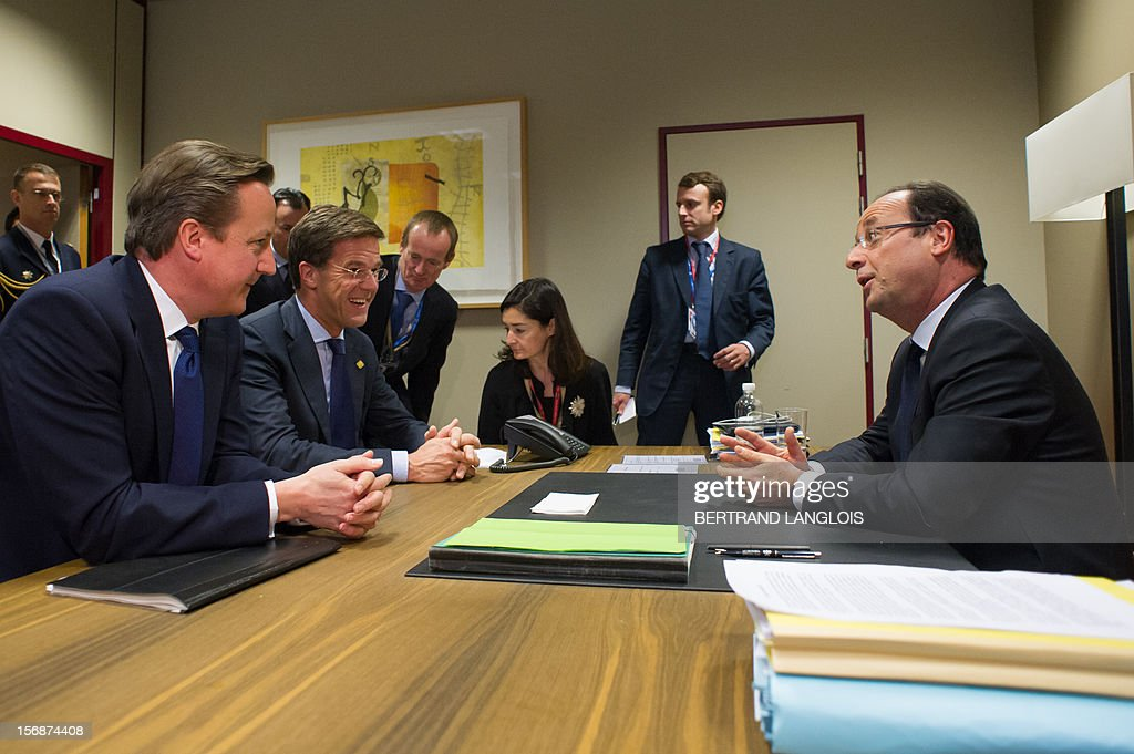 French President Francois Hollande (R) chats with British Prime Minister David Cameron (L) and Dutch Prime Minister Mark Rutte during a meeting at the EU Headquarters, on November 23, 2012 in Brussels, as part of a two-day European Union leaders summit called to agree a hotly-contested trillion-euro budget through 2020. European leaders voiced pessimism on reaching a deal on a trillion-euro EU bdget, as gruelling talks pushed into a second day with little prospect of bridging bitter divisions. POOL AFP PHOTO / BERTRAND LANGLOIS