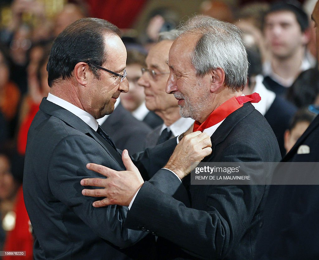 French President Francois Hollande (L) congratulates former chairman of Arte channel, Jerome Clement, after awarding him with the Commander of the Legion of Honor medal during an award ceremony on November 26, 2012 at the Elysee Palace in Paris. AFP PHOTO POOL REMY DE LA MAUVINIERE
