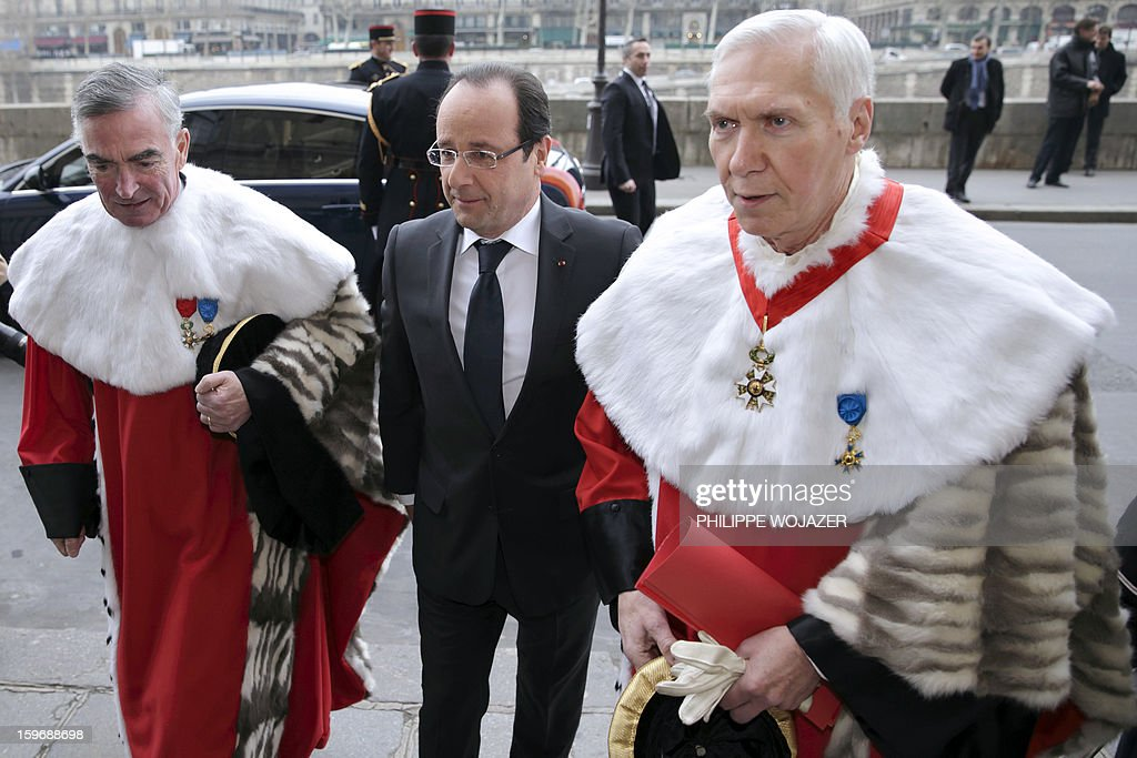 French President Francois Hollande (C), Cour de Cassation First President Vincent Lamanda (L) and General Prosecutor Jean-Claude Marin arrive to attend the traditional New Year ceremony which reopens France's highest court (Cour de Cassation) in Paris ON January 18, 2013. AFP PHOTO / POOL / Philippe Wojazer
