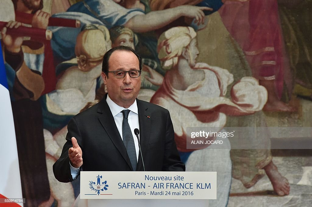 French president Francois Hollande, delivers a speech, during a signing ceremony of an agreement between Air France-Klm and Safran industries at the Elysee palace, on May 24, 2016, in Paris. / AFP / POOL / ALAIN