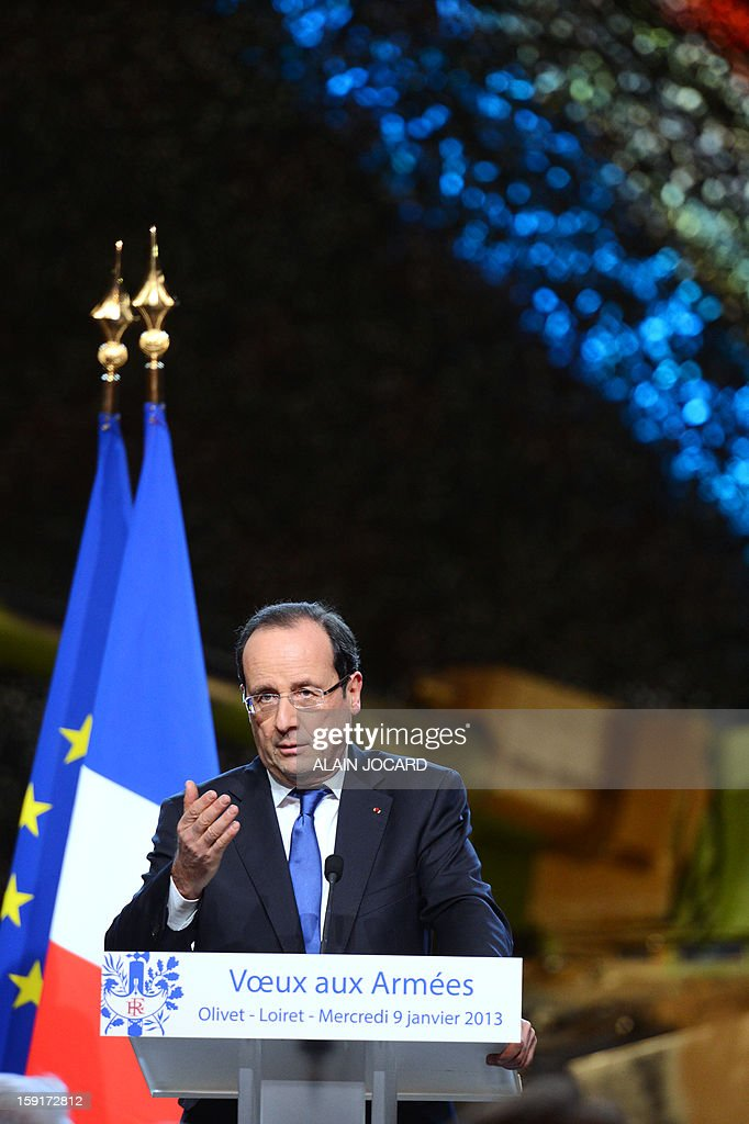 French president Francois Hollande delivers a speech on January 9, 2013 in Olivet, near Orleans, central France, as part of a visit to present his New Year's wishes to the French armed forces. AFP PHOTO/ ALAIN JOCARD