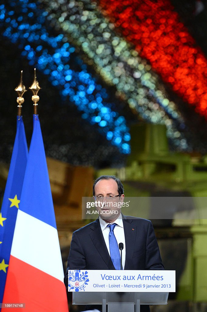 French president Francois Hollande (C) delivers a speech on January 9, 2013 in Olivet, near Orleans, central France, as part of a visit to present his New Year's wishes to the French armed forces. AFP PHOTO/ ALAIN JOCARD