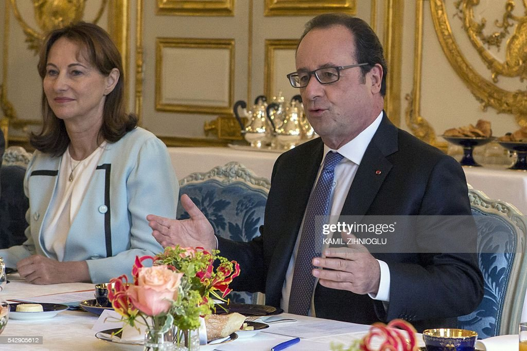 French President Francois Hollande (R) flanked by French minister for Ecology, Sustainable Development and Energy Segolene Royal (2nd R) meets with the UN Secretary General on June 25, 2016 at the Elysee Palace in Paris. / AFP / POOL / Kamil Zihnioglu