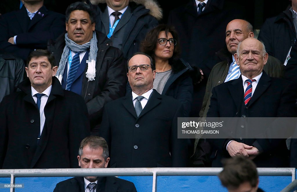 French President Francois Hollande (C), French Minister for Cities, Youth and Sport Patrick Kanner (L) President of the French Rugby Federation Pierre Camou (R) attend the Six Nations international rugby union match between France and Italy at the Stade de France in Saint-Denis, north of Paris, on February 6, 2016. AFP PHOTO / FRANCK FIFE / AFP / THOMAS SAMSON