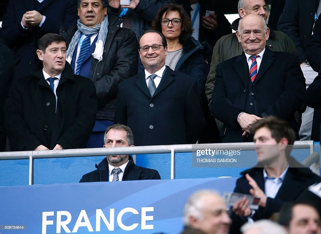 French President Francois Hollande (C), French Minister for Cities, Youth and Sport Patrick Kanner (L) and President of the French Rugby Federation Pierre Camou (R) attend the Six Nations international rugby union match between France and Italy at the Stade de France in Saint-Denis, north of Paris, on February 6, 2016. AFP PHOTO / FRANCK FIFE / AFP / THOMAS SAMSON