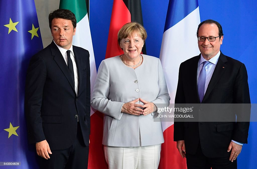 French President Francois Hollande, German Chancellor Angela Merkel and Italy's Prime Minister Matteo Renzi pose for a photo after addressing a press conference ahead of talks following the Brexit referendum at the chancellery in Berlin, on June 27, 2016. Britain's shock decision to leave the EU forces German Chancellor Angela Merkel into the spotlight to save the bloc, but true to her reputation for prudence, she said she would act neither hastily nor nastily. / AFP / John MACDOUGALL
