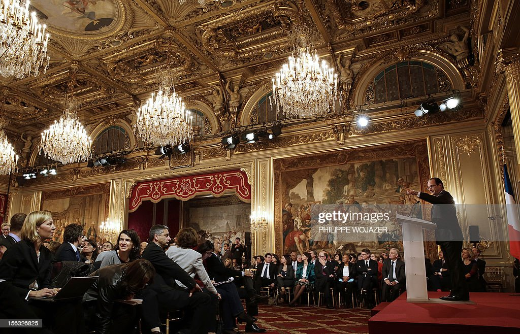 French President Francois Hollande gives his first press conference at the Elysee Place in Paris on November 13, 2012. Hollande holds his first major press conference amid rising discontent over the flagging economy and a slump in his personal poll ratings. AFP PHOTO / POOL / PHILPPE WOJAZER
