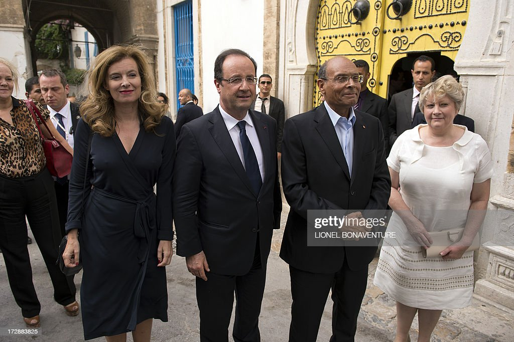 French President Francois Hollande, his companion Valerie Trierweiler and Tunisian presidential couple Moncef and Beatrix Marzouki are seen on July 5, 2013 after a lunch, in a Tunis restaurant. Hollande, whose two-day trip to Tunisia is the first by a French president since the January 2011 revolution that ousted veteran strongman and former French ally Zine El Abidine Ben Ali, expressed words of encouragement for Islamist-ruled country. AFP PHOTO /POOL/ LIONEL BONAVENTURE