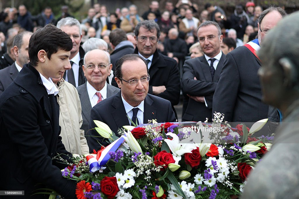 French President Francois Hollande (C) lays a wreath, on January 5, 2013 in Gaillon, northwestern France, in front of a statue of Pierre Mendes-France, French late socialist Prime Minister (1954-55) and former Louviers' Mayor, a nearby town, during a visit in Normandy.