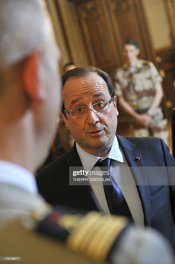 French President Francois Hollande meets with soldiers of the 126th regiment of the Brive-la-Gaillarde infantry, who participated in operation SERVAL in Mali, at the Prefecture in Tulle on June 9, 2013. AFP PHOTO / POOL / THIERRY ZOCCOLAN