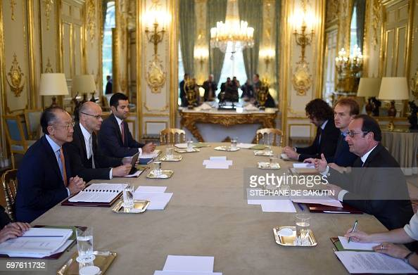 French President Francois Hollande meets with World Bank President Jim Yong Kim on August 29 2016 at the Elysee Presidential Palace in Paris / AFP /...