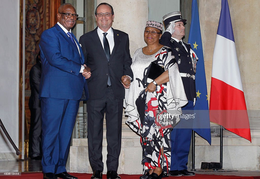 French President Francois Hollande poses with Malian President Ibrahim Boubacar Keita and his wife prior to a state dinner at the Elysee Presidential Palace on October 21, 2015 in Paris, France. Ibrahim Boubacar Keita is on a three-day official visit in France.