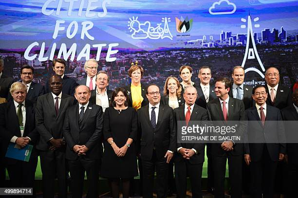 French President Francois Hollande poses with Paris Mayor Anne Hidalgo London Mayor Boris Johnson New York Mayor Michael Bloomberg Seoul Mayor Park...