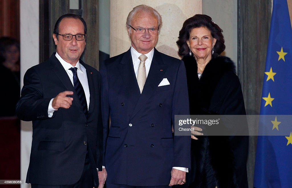 French President Francois Hollande poses with Swedish King Carl XVI Gustaf and Queen Silvia of Sweden upon their arrival for a state dinner at the...