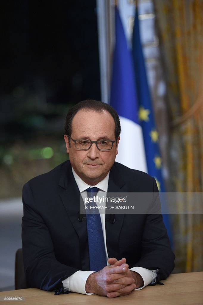 French President Francois Hollande prepares to speak as part of an interview during the French evening news on French private channel TF1 and public channel France 2 on February 11, 2016 at the Elysee palace in Paris. AFP PHOTO / POOL / STEPHANE DE SAKUTIN / AFP / STEPHANE DE SAKUTIN