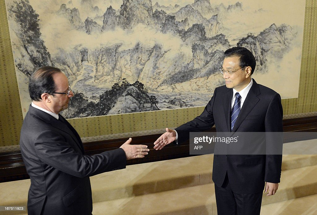 French President Francois Hollande (L) shakes hands with Chinese Premier Li Keqiang during their meeting at the Zhongnanhai in Beijing on April 26, 2013. Hollande arrived in Beijing on April 25 for a two-day China trip aimed at boosting exports to China, with hopes that deals can be reached over the sale of aircraft and nuclear power.