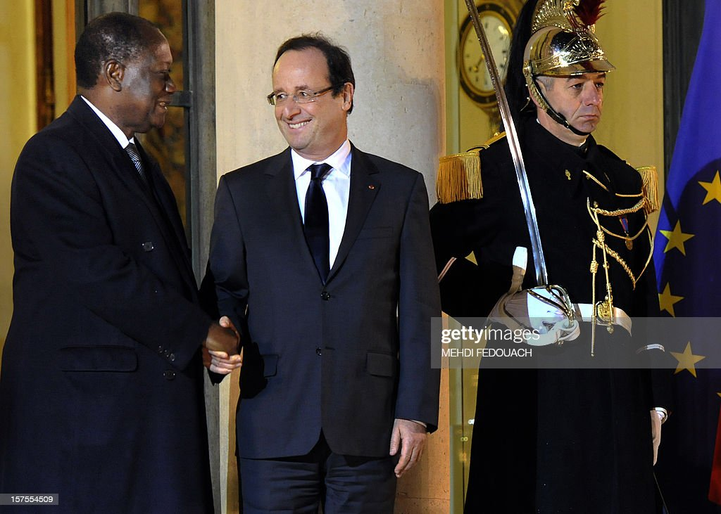 French President Francois Hollande (C) shakes hands with Ivory Coast President Alassane Ouattara after their meeting at the Elysee Palace on December 4, 2012 in Paris. AFP PHOTO / MEHDI FEDOUACH