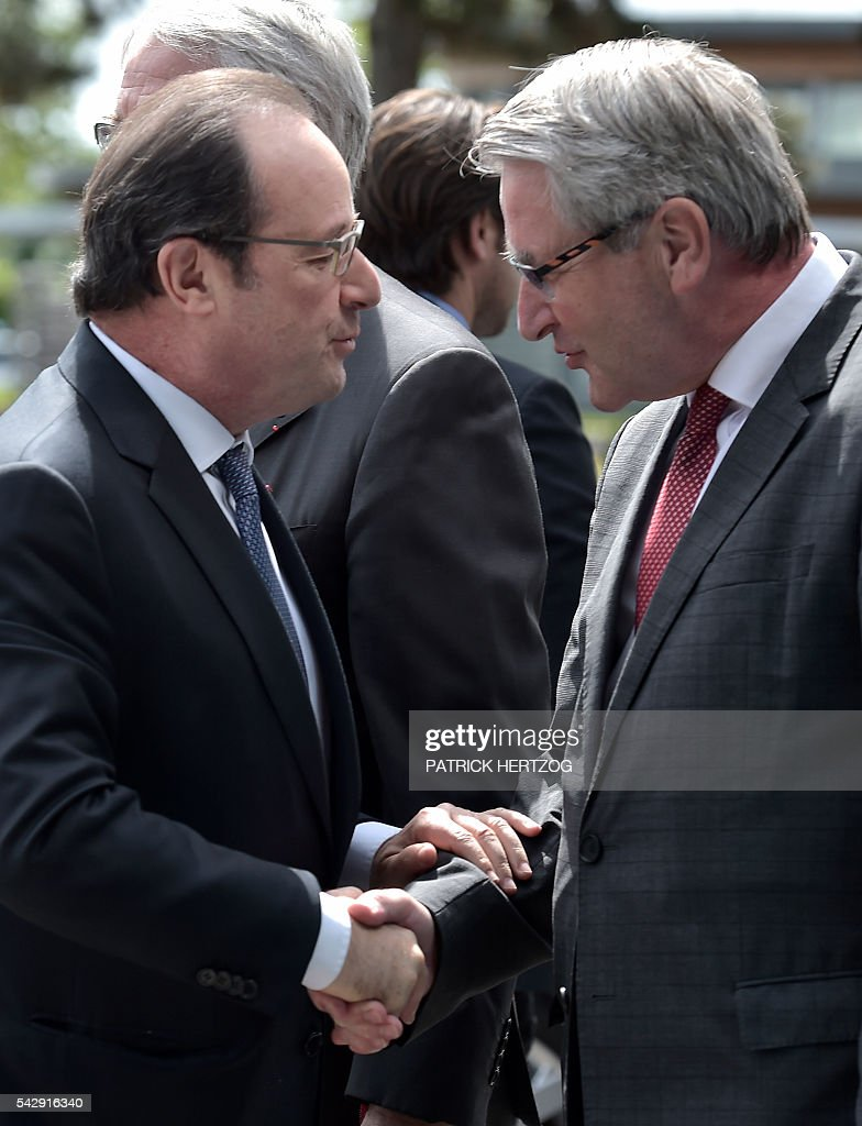 French President Francois Hollande shakes hands with President of the French Region Grand-Est Philippe Richert as he arrives to attend the general assembly of the National Union of Family Associations (Union Nationale des Associations Familiales, UNAF) on June 25, 2016 in Colmar, eastern France. / AFP / PATRICK