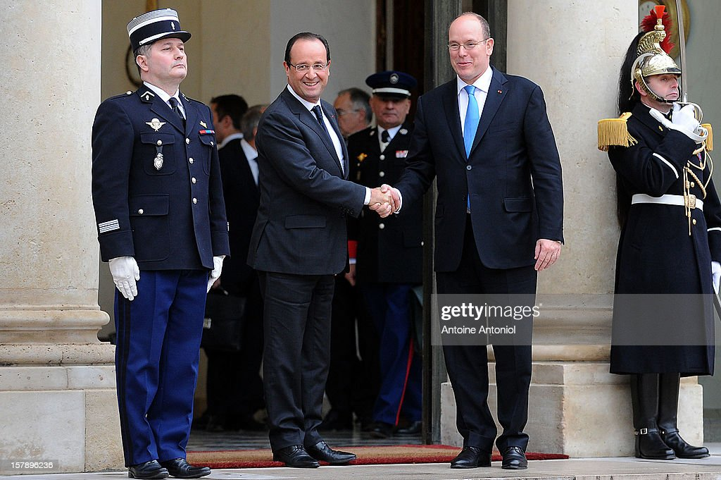 French President Francois Hollande (L) shakes hands with <a gi-track='captionPersonalityLinkClicked' href=/galleries/search?phrase=Prince+Albert+II+of+Monaco&family=editorial&specificpeople=201707 ng-click='$event.stopPropagation()'>Prince Albert II of Monaco</a> at Elysee Palace on December 7, 2012 in Paris, France.