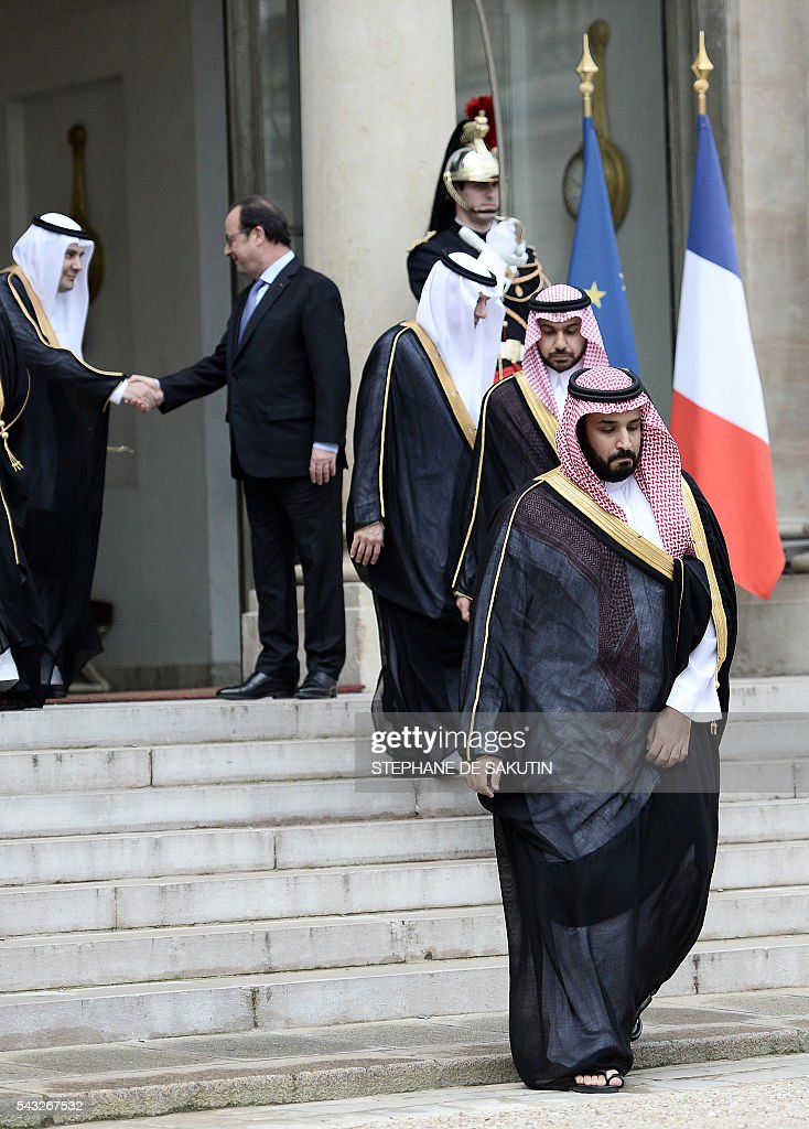 French President Francois Hollande (back R) shakes hands with Saudi delegation members as Saudi Defence Minister and Deputy Crown Prince Mohammed bin Salman (front R) leaves after their meeting on June 27, 2016 at the Elysee Presidential Palace in Paris. / AFP / STEPHANE