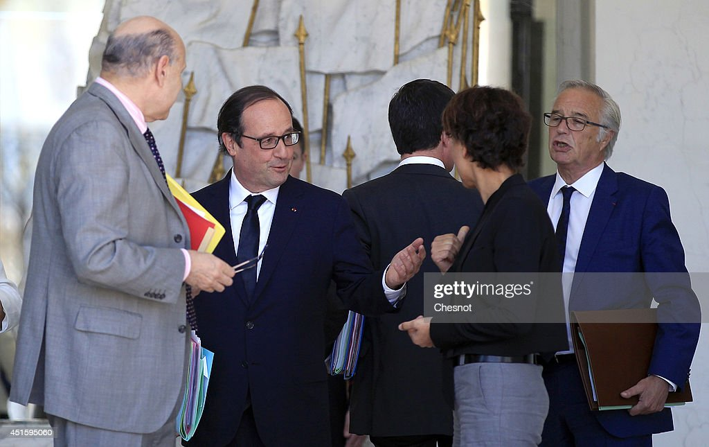 French President, Francois Hollande speaks with french ministers after a weekly cabinet meeting at the Elysee Palace on July 2, 2014 in Paris, France.