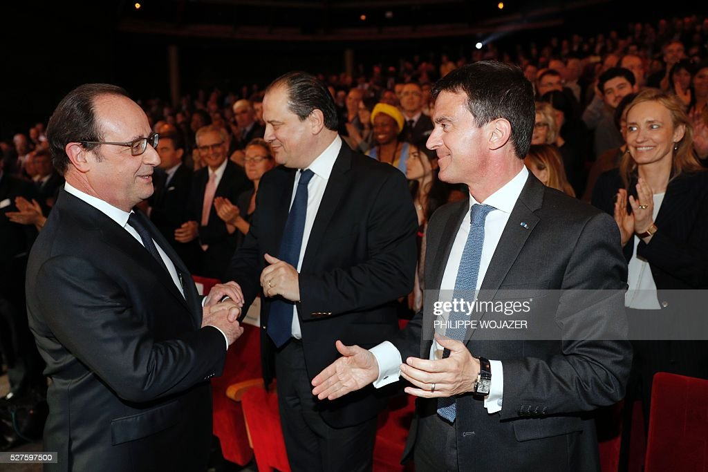 French President Francois Hollande (L) speaks with French Prime Minister Manuel Valls (R) and Socialist Party (PS) First Secretary Jean-Christophe Cambadelis (C) as they attend the conference 'Left wing an Power' at the Jean-Jaures Foundation in Paris, on May 3, 2016. / AFP / POOL / PHILIPPE