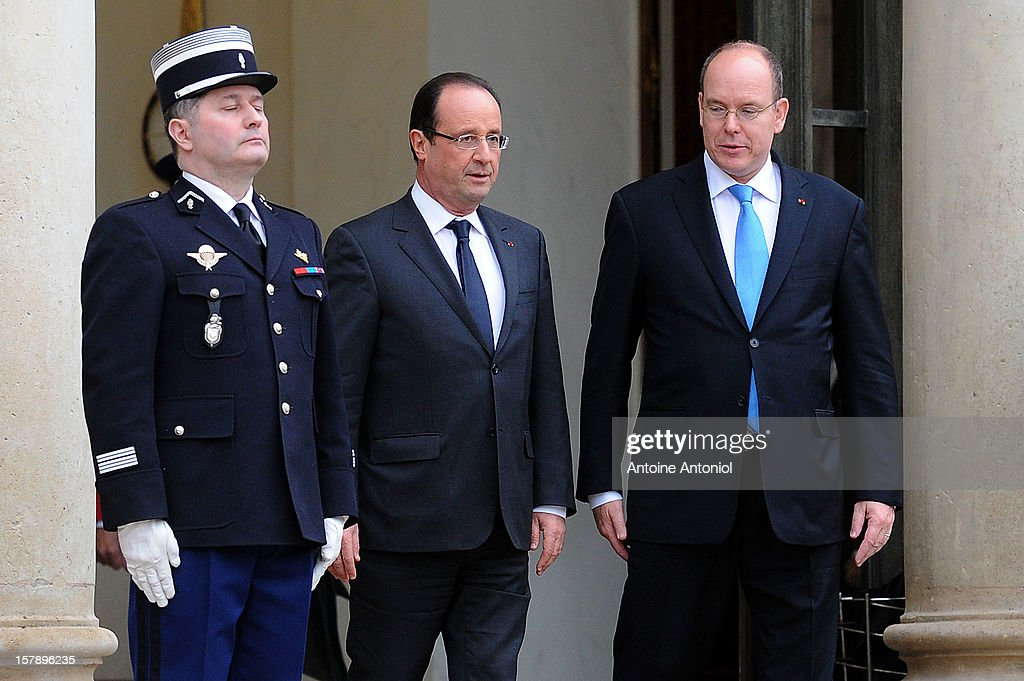 French President Francois Hollande (L) speaks with <a gi-track='captionPersonalityLinkClicked' href=/galleries/search?phrase=Prince+Albert+II+of+Monaco&family=editorial&specificpeople=201707 ng-click='$event.stopPropagation()'>Prince Albert II of Monaco</a> at Elysee Palace on December 7, 2012 in Paris, France.