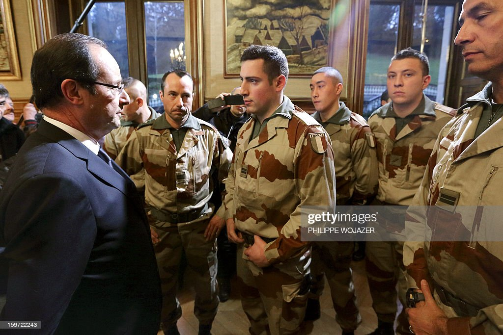 French President Francois Hollande (L) speaks with soldiers of the 126 RI (Infantry Regiment) who are due to leave for Mali, during a meeting in Tulle, central France, on January 19, 2013.