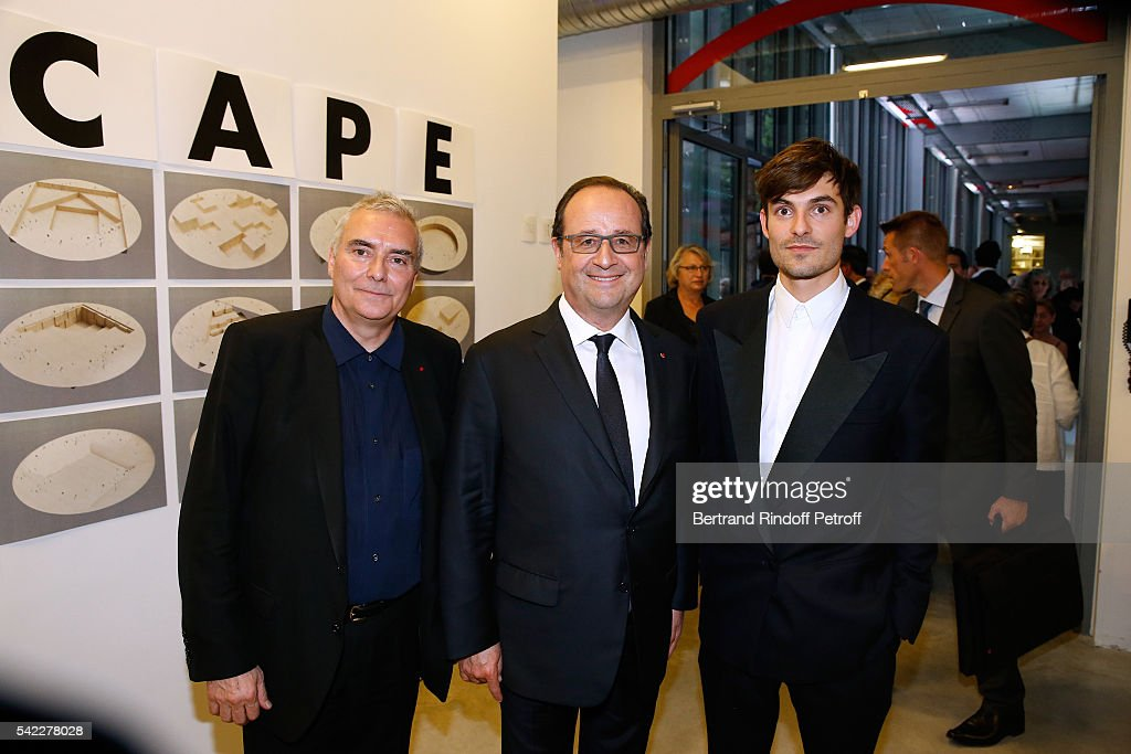 French President Francois Hollande standing between Architect <a gi-track='captionPersonalityLinkClicked' href=/galleries/search?phrase=Dominique+Perrault&family=editorial&specificpeople=2299767 ng-click='$event.stopPropagation()'>Dominique Perrault</a> and his son attend <a gi-track='captionPersonalityLinkClicked' href=/galleries/search?phrase=Dominique+Perrault&family=editorial&specificpeople=2299767 ng-click='$event.stopPropagation()'>Dominique Perrault</a> becomes a Member of the 'Academie des Beaux-Arts', Architecture Section : Cocktail on June 22, 2016 in Paris, France.