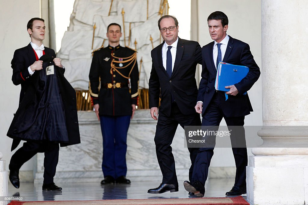 French President Francois Hollande talks with French Prime Minister Manuel Valls (R) after the weekly cabinet meeting at the Elysee Palace on February 10, 2016 in Paris, France. This is the last cabinet meeting before the next ministerial reshuffle.