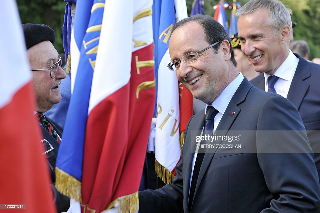 French President Francois Hollande (2nd R) talks with veterans during a ceremony in Tulle, central France, on June 9, 2013, to commemorate the Nazi massacre of Tulle in 1944. AFP PHOTO / POOL / THIERRY ZOCCOLAN