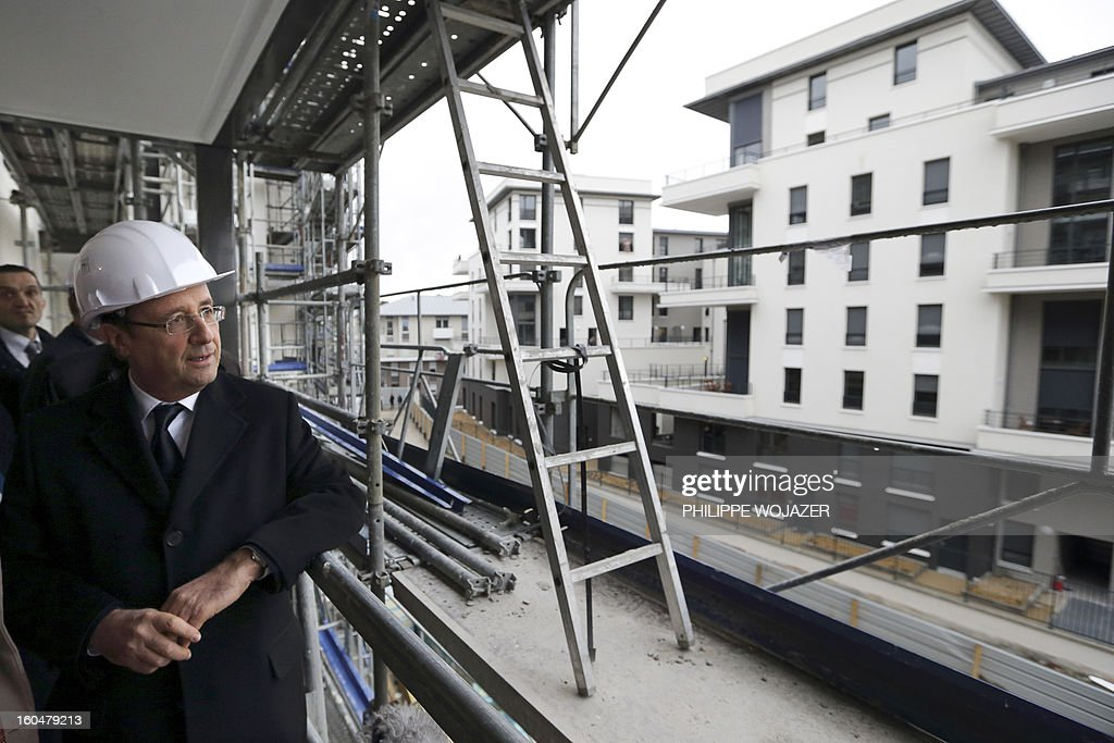 French President Francois Hollande visits housing constructions at an urban redevelopment site in Ermont-Eaubonne near Paris on February 1, 2013. POOL AFP PHOTO PHILIPPE WOJAZER