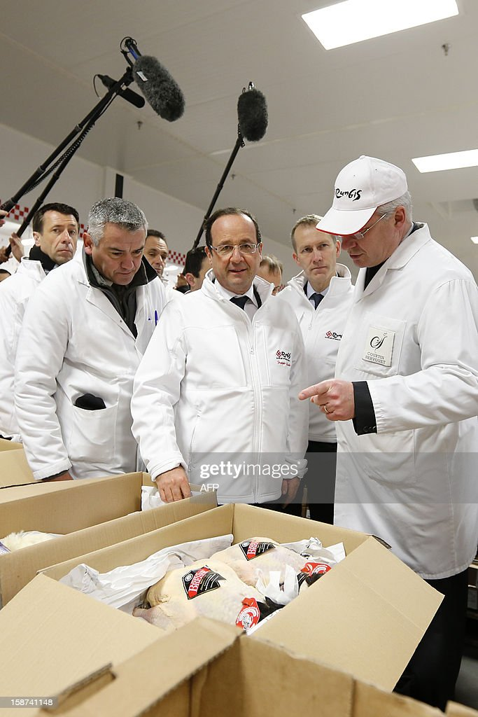French President Francois Hollande (C) visits the poultry pavilion at the Rungis wholesale market in Rungis, near Paris on December 27, 2012.