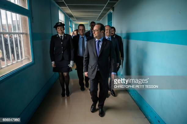 French President Francois Hollande visits Villepinte's prison outside Paris on March 22 2017 / AFP PHOTO / POOL / Christophe Petit Tesson