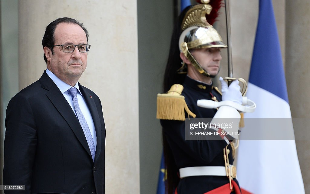 French President Francois Hollande waits for the arrival of European Council President on June 27, 2016 at the Elysee Presidential Palace in Paris. / AFP / STEPHANE