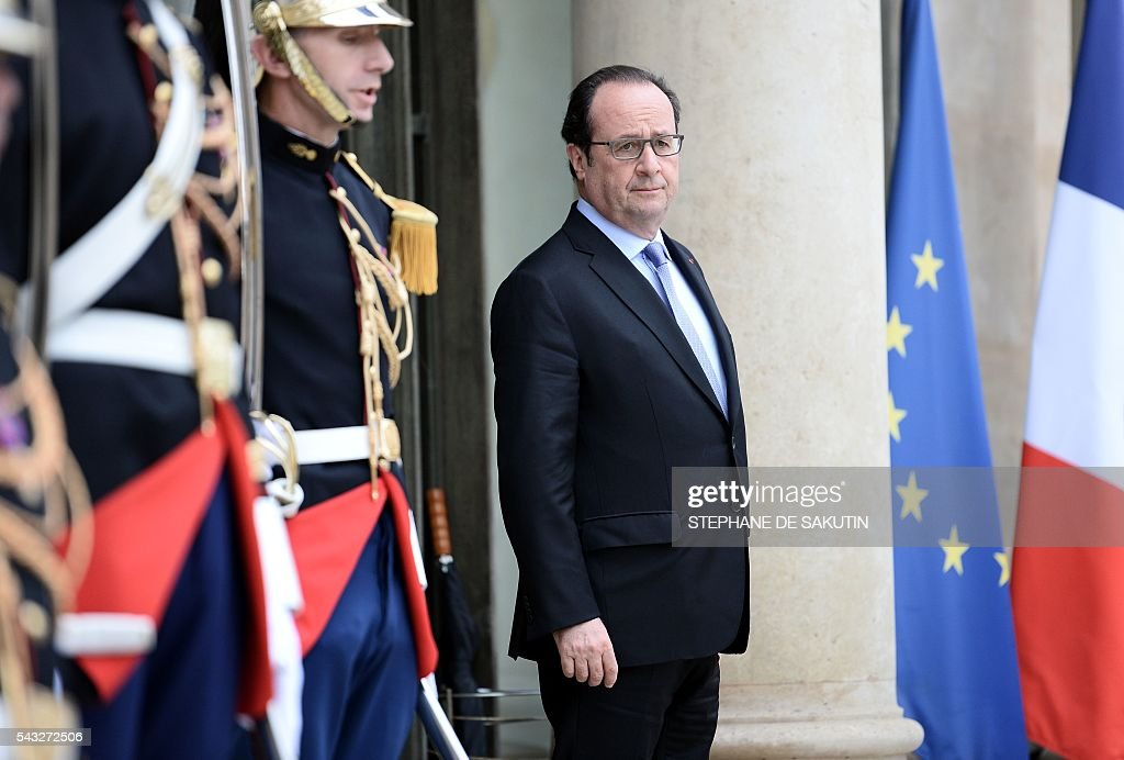French President Francois Hollande waits for the arrival of the European Council President on June 27, 2016 at the Elysee Presidential Palace in Paris. / AFP / STEPHANE