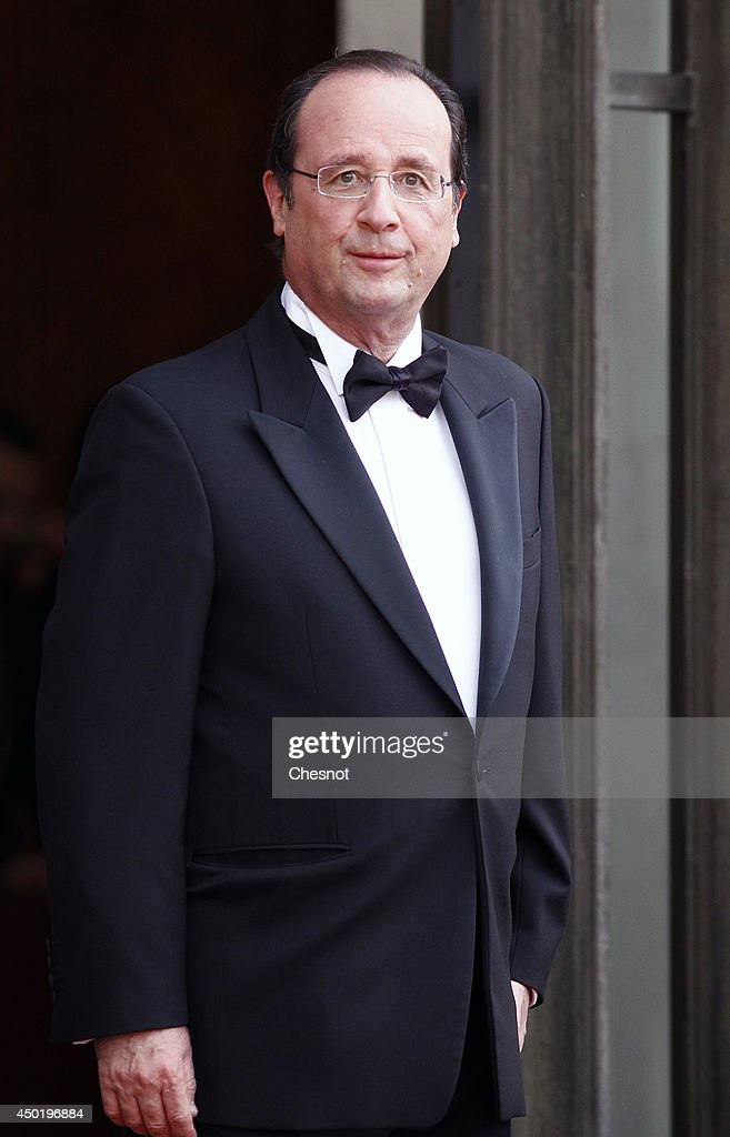 French President Francois Hollande waits Queen Elizabeth II at the Elysee Palace for a State dinner in honor of Queen Elizabeth II, hosted by French President Francois Hollande as part of a three days State visit of Queen Elizabeth II after the 70th Anniversary Of The D-Day on June 6, 2014 in Paris, France.