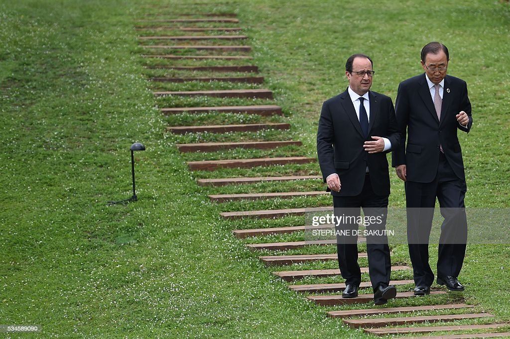 French President Francois Hollande (L) walks with UN Secretary General Ban Ki-moon as they join other leaders of the Group of Seven (G7) nations as they line up for a family photo with other invited leaders at the G7 Summit in Shima in Mie prefecture on May 27, 2016. A British secession from the European Union in next month's referendum could have disastrous economic consequences, G7 leaders warned on May 27 at the close of the summit in Japan. / AFP / STEPHANE