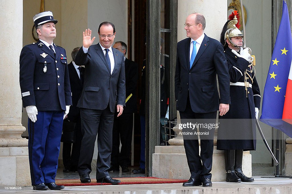 French President Francois Hollande (L) waves as Prince Albert II of Monaco leaves the Elysee Palace on December 7, 2012 in Paris, France.
