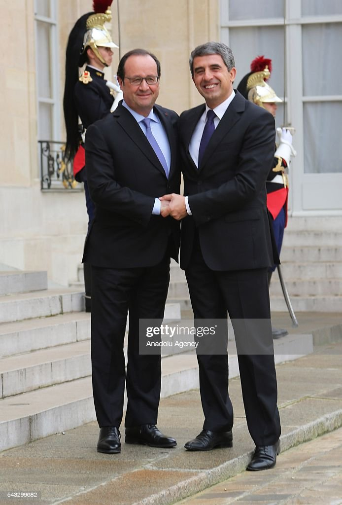 French President Francois Hollande (L) welcomes Bulgarian Prime Minister Rosen Plevneliev (R) at the Elysee Palace in Paris, France on June 27, 2016.