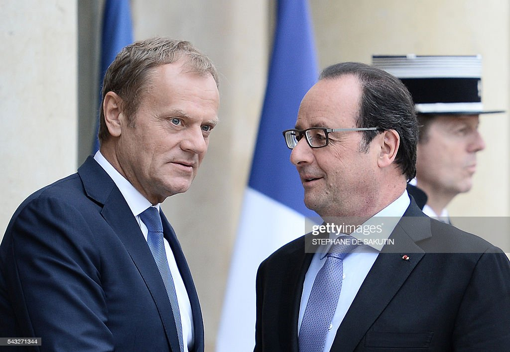 French President Francois Hollande (R) welcomes European Union Council President Donald Tusk (L) upon his arrival on June 27, 2016 at the Elysee Presidential Palace in Paris. / AFP / STEPHANE