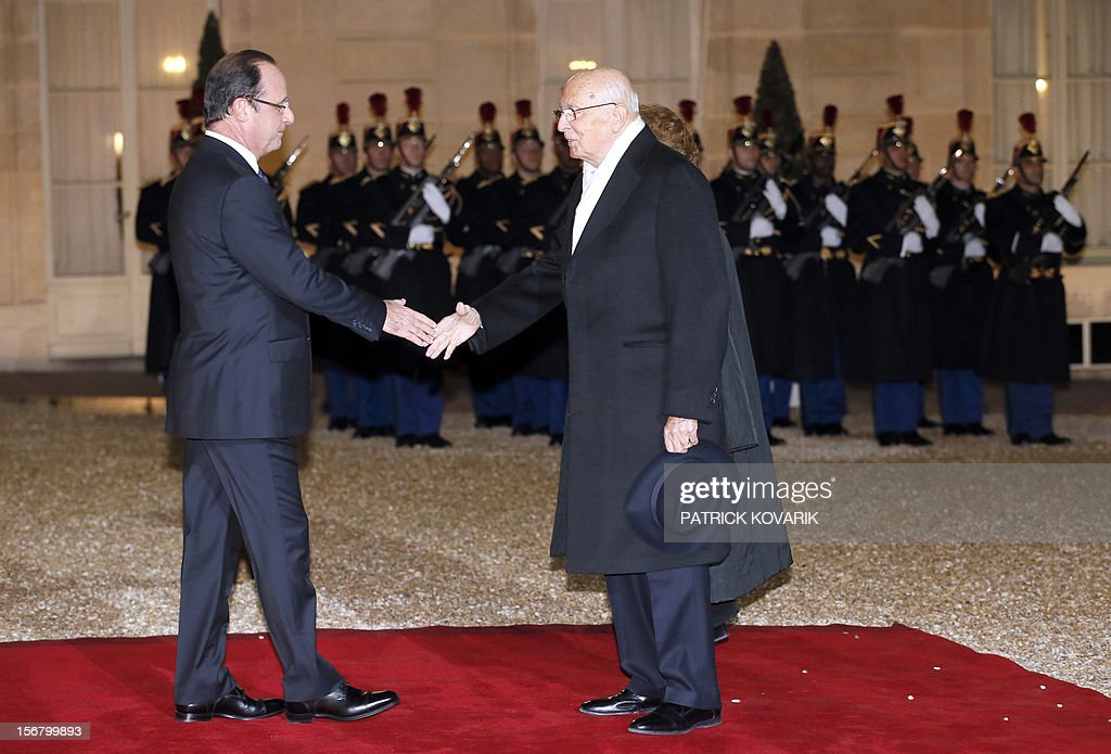 French President Francois Hollande welcomes Italian President Giorgio Napolitano (R) at the Elysee palace in Paris, before a state dinner as part of a two-day state visit of Napolitano, on November 21, 2012.