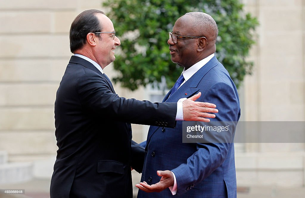 French President Francois Hollande welcomes Malian President Ibrahim Boubacar Keita at the Elysee Presidential Palace on October 21, 2015 in Paris, France. Boubacar Keita is on a three-day official visit in France.
