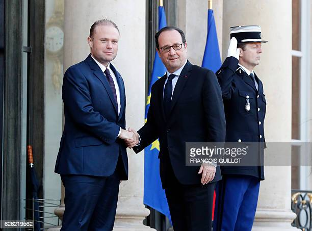 French president Francois Hollande welcomes Malta Prime minister Joseph Muscat on November 28 2016 at the Elysee Palace in Paris / AFP / FRANCOIS...