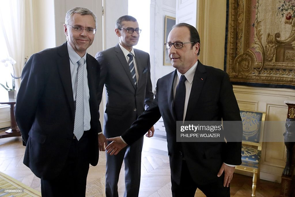 French President Francois Hollande (R) welcomes <a gi-track='captionPersonalityLinkClicked' href=/galleries/search?phrase=Michel+Combes&family=editorial&specificpeople=6531244 ng-click='$event.stopPropagation()'>Michel Combes</a> (L), Telecom equipment maker Alcatel-Lucent Chief Executive Officer, and Nokia's President and Chief Executive <a gi-track='captionPersonalityLinkClicked' href=/galleries/search?phrase=Rajeev+Suri&family=editorial&specificpeople=7403666 ng-click='$event.stopPropagation()'>Rajeev Suri</a> as they arrive for a meeting at the Elysee Palace in Paris on April 14, 2015. Nokia revealed on April 14 that it was in talks to purchase Alcatel-Lucent, with the aim of creating a telecoms and Internet technology behemoth.